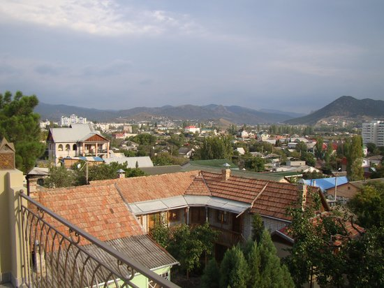 Mini-hotel Solnechnyi Zamok: Вид с террасы на крыше