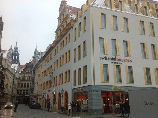 Swissotel Dresden: Esterno dell'hotel