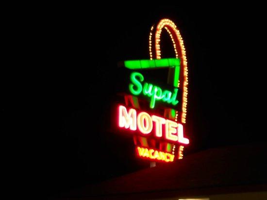 Supai Motel : neon del motel