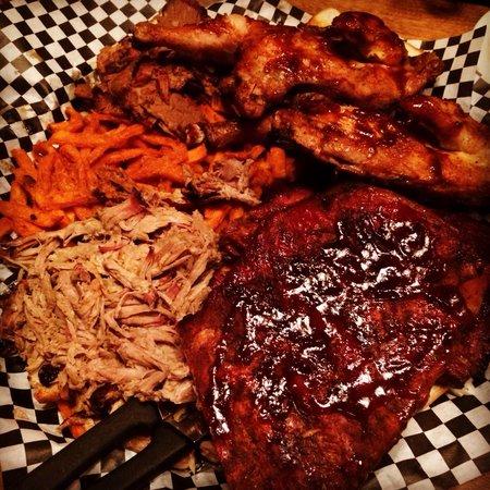 Smokin' Dave's BBQ & Tap House: YUMMY FOOD!