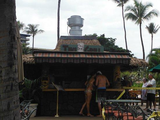 Kaanapali Beach Hotel : Tiki Bar for snacks and drinks