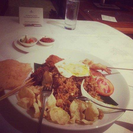 Shangri-La Hotel Jakarta: Room service: Nasi goreng!