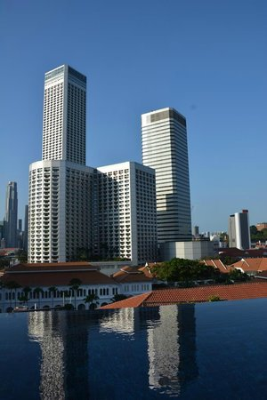 Naumi Hotel : Aussicht von der Dachterasse mit Pool bei Tag
