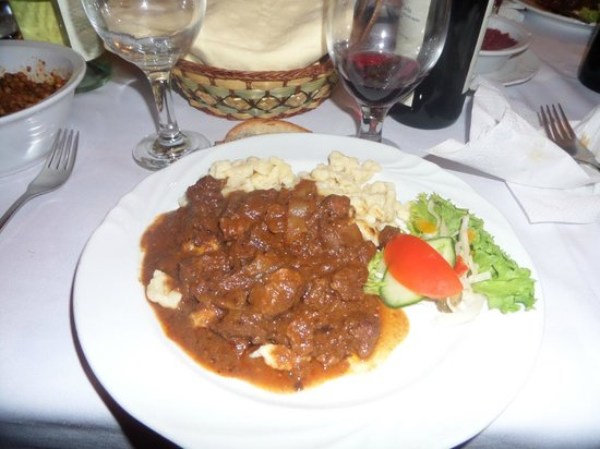 Borkatakomba Restaurant : Goulash and noodles
