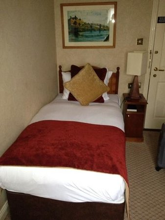 Buswells Hotel: single room ... and a very comfy bed