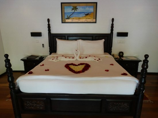 Carnoustie Ayurveda & Wellness Resort: bed decorated for my valentine