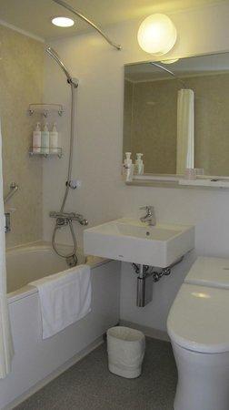 JR Kyushu Hotel Nagasaki: A standard bathroom in business hotel