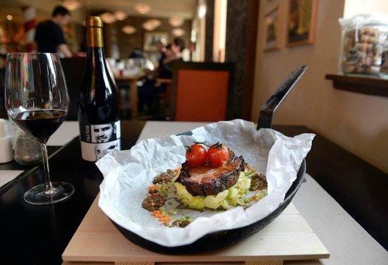 Macok Bistro and Wine Bar : Food
