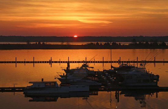 Hampton Inn Georgetown - Marina: Sunrise from hotel