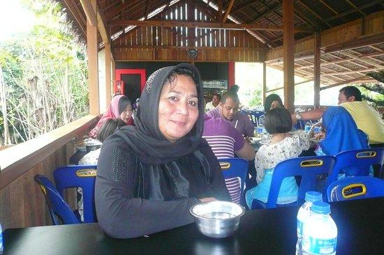 Linda's Homestay: Enjoying lunch with Linda