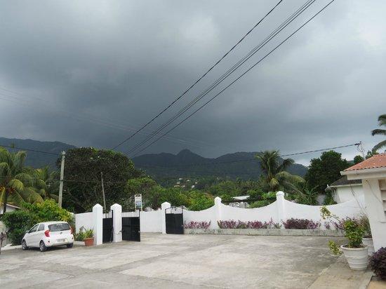 Jamelah Beach Guest House : Parkplatz