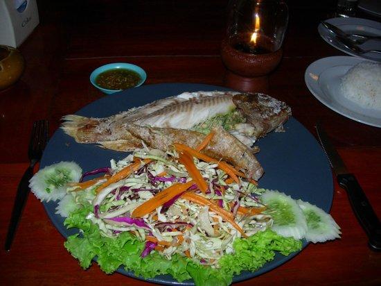 Mak Mak Family Restaurant: Red snapper on the plate