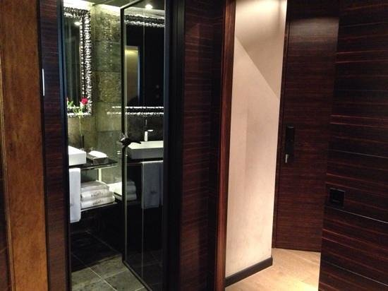 Hotel Bagues: the toilet