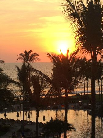 Villa La Estancia Beach Resort & Spa Riviera Nayarit: Sunset view from a room in Building 1