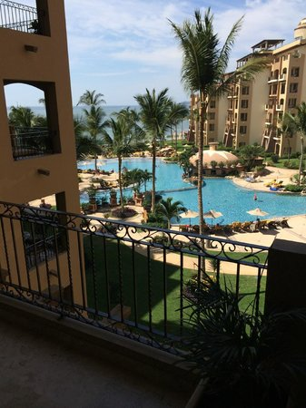 Villa La Estancia Beach Resort & Spa Riviera Nayarit: View from a 4th floor balcony towards the back of the resort