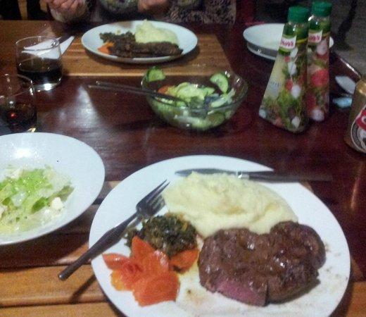 Aero Guest Lodge: Abendessen