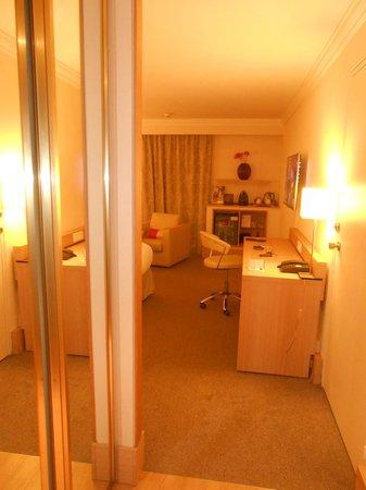 Mercure Paris Velizy Hotel : première vue en ouvrant la porte