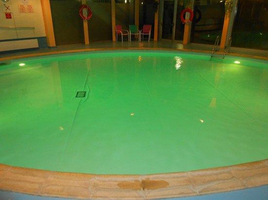 Mercure Paris Velizy Hotel : piscine lumineuse et (correctement) chauffée