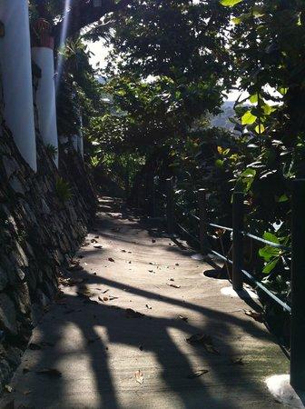 Mom Tri's Villa Royale: Private foot path leading to Kata Noi