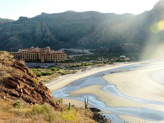 Villa del Palmar Beach Resort & Spa at The Islands of Loreto: View of hotel and Danzante Bay from mountain hiking trail