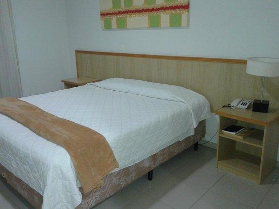Hotel Orion JWF : cama boa, porem lençois antigos