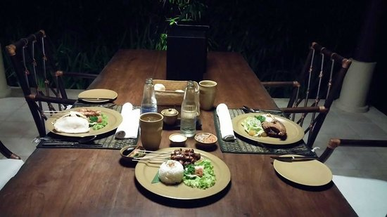Kayumanis Sanur Private Villa & Spa: Dinner delivered to our villa