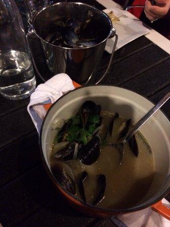mussel beach restaurant: Yummy!!! More bread please...
