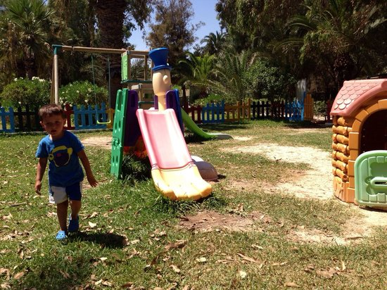 Marhaba Royal Salem: Kids play ground, very hot in the day, no shade.