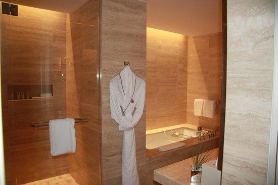 The St. Regis Bal Harbour Resort: Bathroom