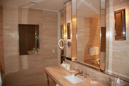 The St. Regis Bal Harbour Resort: tv/mirror