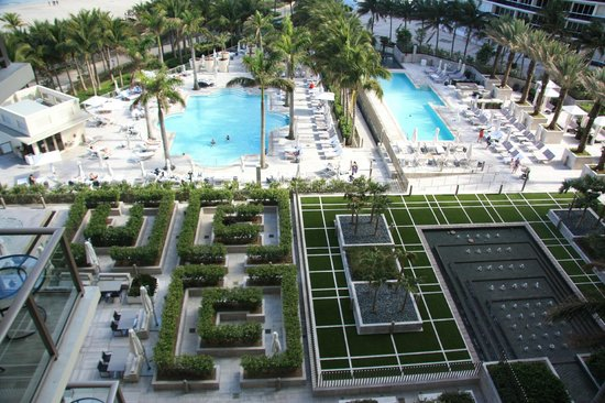 The St. Regis Bal Harbour Resort: pools
