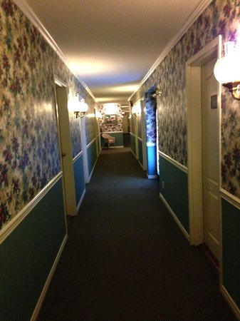 South Thompson Inn & Conference Center: Hallway