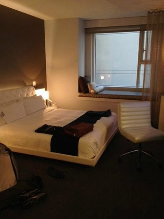 W Hollywood: Guest room with view of wall (Room #336)