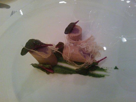 La Fabula : rulitos de foie con castaña y pistacho