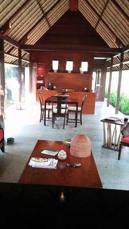 Kayumanis Jimbaran Private Estate & Spa: Living/ dining area