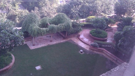 Hotel Marina : view of the garden from the room