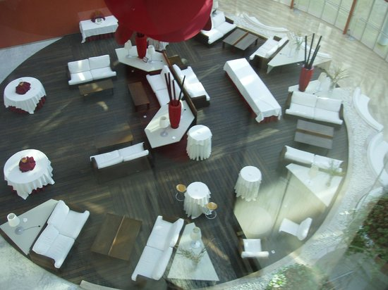 Silken Al-Andalus Palace Hotel : View from glass lift of atrium