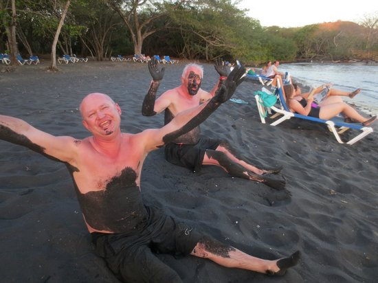 Allegro Papagayo: Black sand