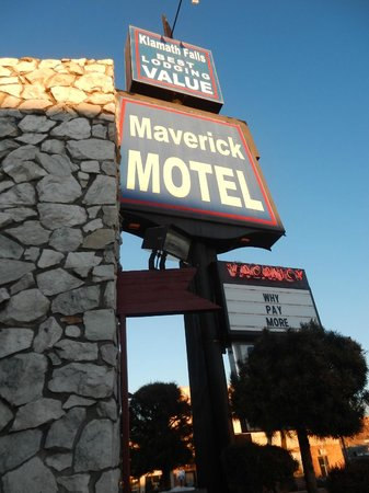 Maverick Motel: Hotel sign