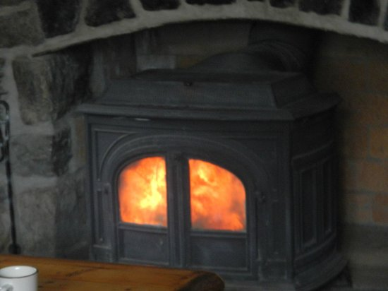 Skoki Lodge: Relax by the fire