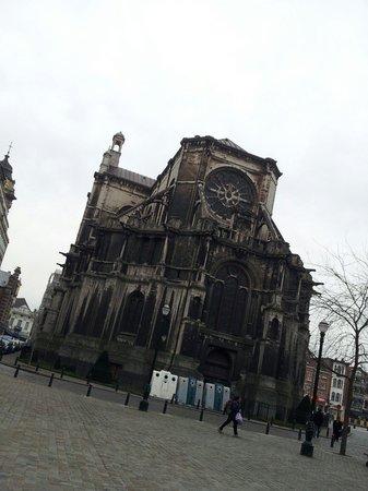 Novotel Brussels Centre: St.キャサリン教会。ホテル裏。