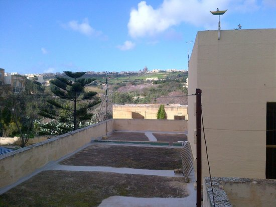 Grand Hotel Gozo : if you hung out the window a bit in 411