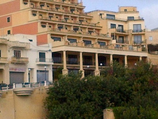 Grand Hotel Gozo : coming up the hill