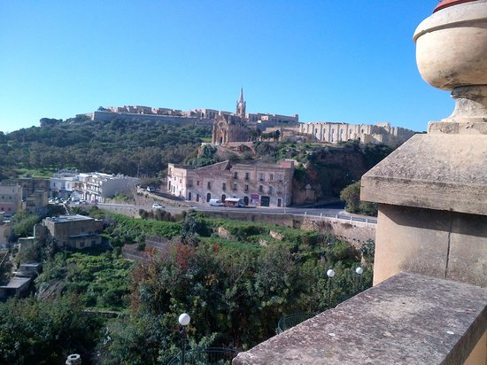 Grand Hotel Gozo: looking over to the church 306