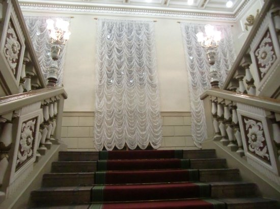 Donetsk National Academical Opera and Ballet Theatre: ..