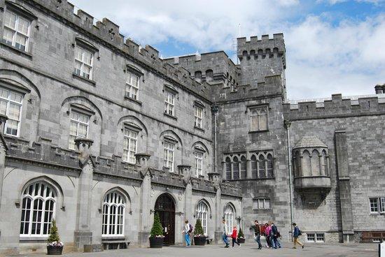 Castillo de Kilkenny: Castle courtyard