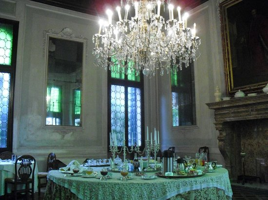 Palazzetto Pisani Boutique Resort : Breakfast is served in the ballroom