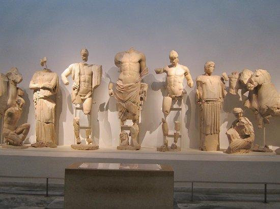 Archäologisches Museum Olympia: Statue frontone Tempio di Zeus