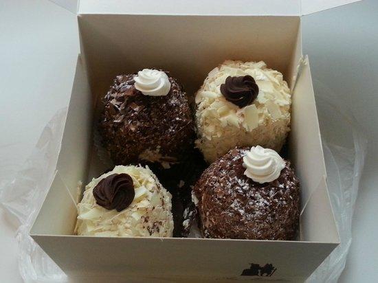 Aux Merveilleux de Fred : Milk & White Chocolate Meringue