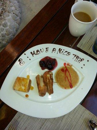 El Dorado Sensimar Riviera Maya : a nice touch. an extra plate on breakfast table on last day